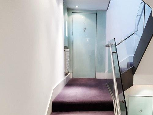 office space Central London coridoor