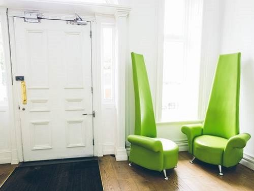 London office to rent seating area