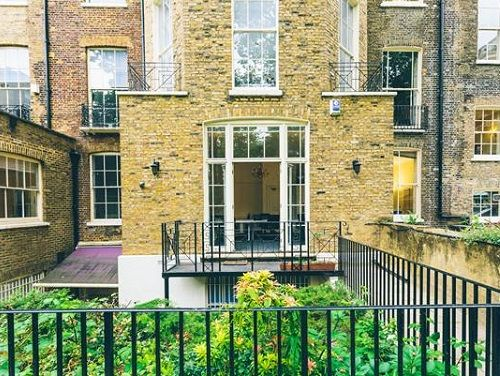 London office to rent courtyard